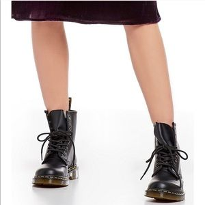 Dr Martens W's 1460 Smooth Leather Lace Up Boot